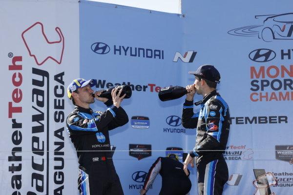 #10: Konica Minolta Acura ARX-05 Acura DPi, DPi: Ricky Taylor, Filipe Albuquerque, winner, podium, champagne