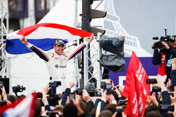 Robin Frijns (NLD), Envision Virgin Racing, 1st position, celebrates his maiden victory on the podium with a flag of the Netherlands