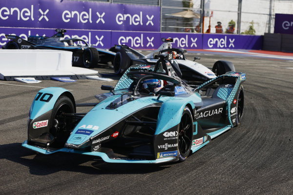 Sam Bird (GBR), Jaguar Racing, Jaguar I-TYPE 5, leads Norman Nato (FRA), Venturi Racing, Silver Arrow 02