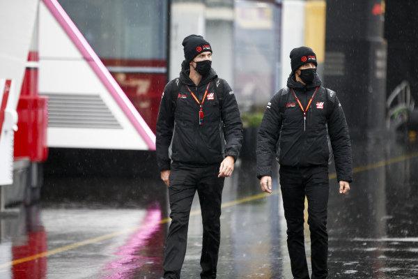 Romain Grosjean, Haas F1 and Kim Keedle, Physio for Romain Grosjean, Haas F1 arrive
