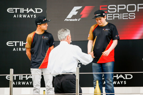 Yas Marina Circuit, Abu Dhabi, United Arab Emirates. Sunday 26 November 2017. Brendon Leigh receives his trophy from Chase Carey, Chairman, Formula One, on the podium. World Copyright: Andy Hone/LAT Images  ref: Digital Image _ONY3037