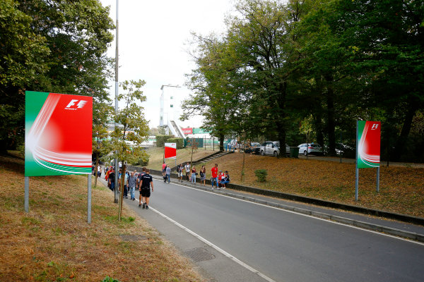 Autodromo Nazionale di Monza, Italy. Friday 01 September 2017. Welcome signs at the circuit entrance. World Copyright: Andy Hone/LAT Images  ref: Digital Image _ONZ1847