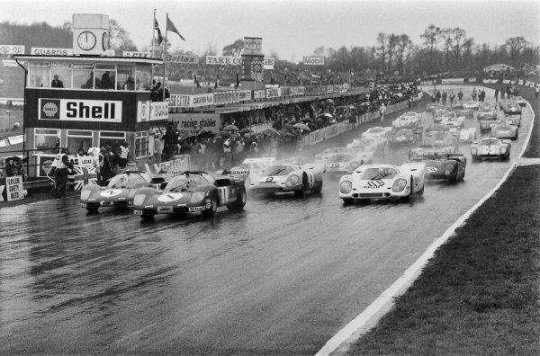 1970 BOAC Brands Hatch 1000 Kms. Brands Hatch, England. 12th April 1970. Jacky Ickx / Jackie Oliver (Ferrari 512 S), 8th position leads at the start of the race, action. World Copyright: LAT Photographic. Ref: L70 - 284 - 3A.