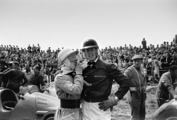 Zandvoort, Holland. 5-7 June 1953.Stirling Moss (Connaught A-Type), 9th position, talks to Mike Hawthorn  (Ferrari 500), 4th position, at the start, portrait.World Copyright: LAT PhotographicRef:  53/47 - 16A.
