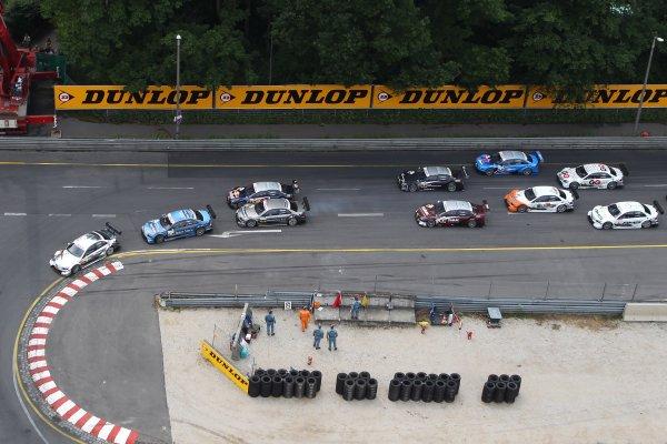 Start of the race with Ralf Schumacher (GER), Laureus AMG Mercedes C-Klasse (2009) in the lead.DTM, Rd4, Norisring, Nuremberg, Germany. 2-4 July 2010 World Copyright: LAT PhotographicRef: Digital Image dne1004jy619