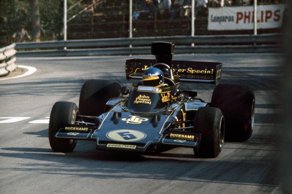 Montjuich Park, Spain. 27 April 1975. Ronnie Peterson (Lotus 72E-Ford), retired, action. World Copyright: LAT Photographic Ref: 75ESP17