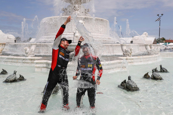 #31 Action Express Racing Cadillac DPi, P: Eric Curran, Felipe Nasr celebrate in the scott fountain