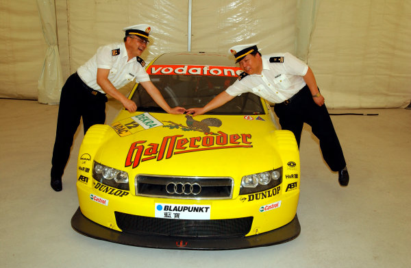 2004 DTM ChampionshipShanghai, China. 13th July 2004.Chinese Pilots inspect Tom Kristensen's Abt Sportsline Audi A4.World Copyright: Andre Irlmeier/LAT Photographicref: Digital Image Only