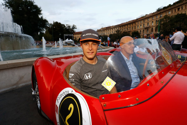Autodromo Nazionale di Monza, Italy. Thursday 31 August 2017. Stoffel Vandoorne, McLaren, at the parade in Milan. World Copyright: Steven Tee/LAT Images  ref: Digital Image _R3I2504