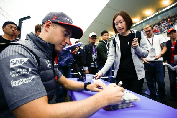 Suzuka Circuit, Japan. Thursday 05 October 2017. Stoffel Vandoorne, McLaren, signs an autograph. World Copyright: Andy Hone/LAT Images  ref: Digital Image _ONY6609