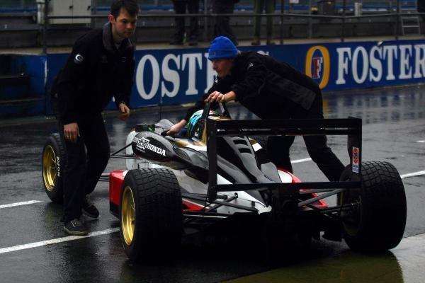 Danilo Dirani (BRA) tested for Carlin Motorsport at a wet Silverstone.General Testing, Silverstone, England, 12 December 2003.DIGITAL IMAGE