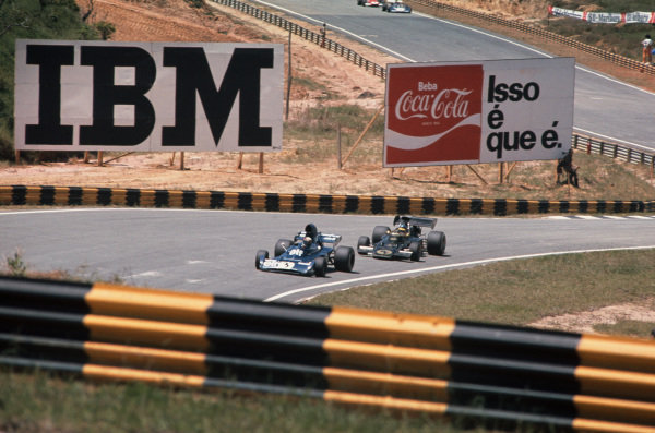 1973 Brazilian Grand Prix.  Interlagos, Sao Paulo, Brazil. 9-11th February 1973.  Jackie Stewart, Tyrrell 005 Ford, 2nd position, leads Ronnie Peterson, Lotus 72D Ford, retired.  Ref: 73BRA46. World Copyright: LAT Photographic