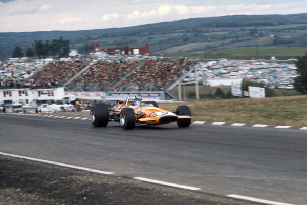 1970 United States Grand Prix. Watkins Glen, New York, USA. 2nd - 4th October 1970. Peter Gethin (McLaren M14A-Ford), 14th position, action.  World Copyright: LAT Photographic. Ref: 70 USA 05.