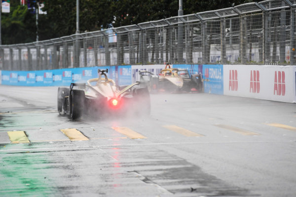 Jean-Eric Vergne (FRA), DS TECHEETAH, DS E-Tense FE19 spins just before crossing the line in qualifying
