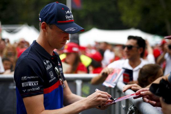 Daniil Kvyat, Toro Rosso signs an autograph for a fan