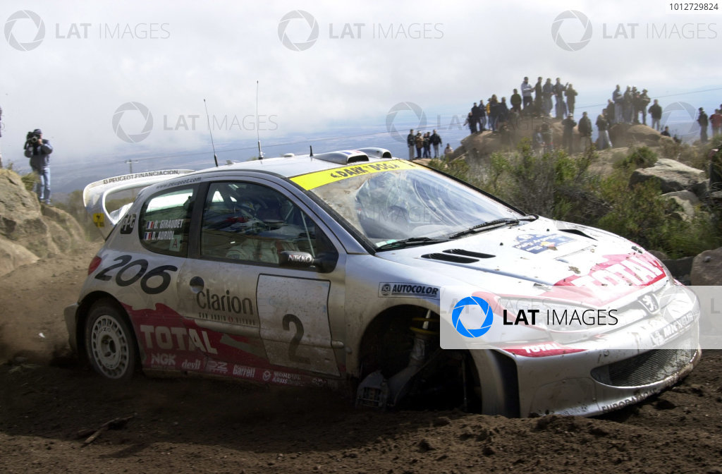 2001 World Rally Championship. ArgentinaMay 3rd-6th, 2001Didier Auriol struggles through stage 20 before retiring.Photo: Ralph Hardwick/LAT