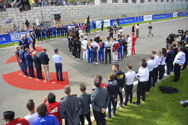 F1 gathers on the grid to pay their respect to Anthoine Hubert who tragically lost his life the previous day in the F2 race