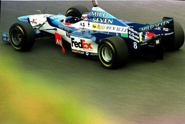 1997 Japanese Grand Prix.Suzuka, Japan.10-12 October 1997.Gerhard Berger (Benetton B197 Renault) 8th position.World Copyright - LAT Photographic