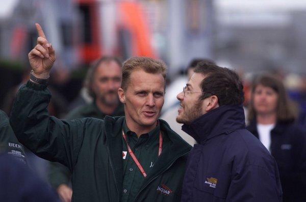 2000 British Grand Prix.Silverstone, England. 21-23 April 2000.Johnny Herbert (Jaguar) with Jacques Villeneuve (B.A R. Honda).World Copyright - LAT Photographic