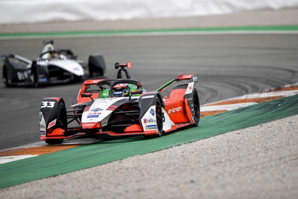 Rene Rast (DEU), Audi Sport ABT Schaeffler, Audi e-tron FE07, leads Edoardo Mortara (CHE), Venturi Racing, Silver Arrow 02