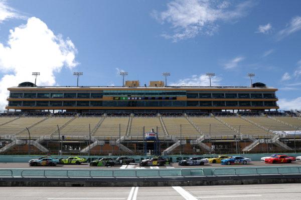 Noah Gragson, JR Motorsports Chevrolet PUBG MOBILE, leads the field to start, Copyright: Chris Graythen/Getty Images.