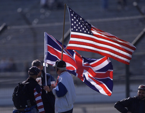 2001 American Grand Prix - QualifyingIndianapolis, United States. 29th September 2001.An American and British national flag fly side by side.World Copyright: Steve Etherington/LAT Photographicref: 18mb Digital Image