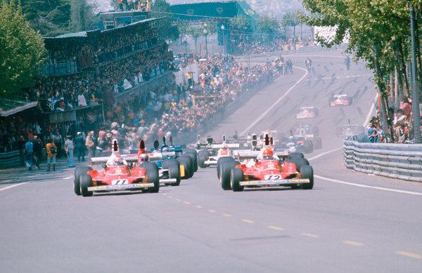 1975 Spanish Grand Prix.Monjuich Park, Barcelona, Spain.25-27 April 1975.Niki Lauda leads away with teammate Clay Regazzoni (both Ferrari 312T's) and Mario Andretti (Parnelli VPJ4 Ford) at the start.Ref-75 ESP 04.World Copyright - LAT Photographic