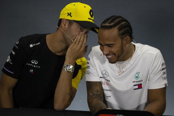 Daniel Ricciardo, Renault F1 Team and Lewis Hamilton, Mercedes AMG F1 In the Press Conference
