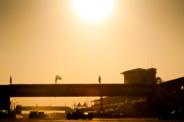 Sebring 12 Hours, Florida. 17th - 20th March 2010.  Marc Gene / Alexander Wurz / Anthony Davidson, (Team Peugeot, Peugeot 908 HDI FAP) at sunrise.  Atmosphere.  Action.  World Copyright: Drew Gibson/LAT Photographic. ref: Digital Image _Y2Z3746