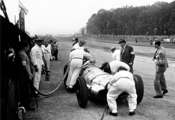 Donington Park, Great Britain. 22 October 1938.Hermann Lang (Mercedes-Benz W154), 2nd position, pit stop action. World Copyright: LAT Photographic.Ref:  38DONRF