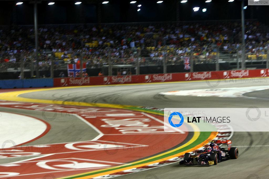 Marina Bay Circuit, Singapore.24th September 2011.Jaime Alguersuari, Toro Rosso STR6 Ferrari. Action. World Copyright: Andy Hone/LAT Photographicref: Digital Image CSP28318