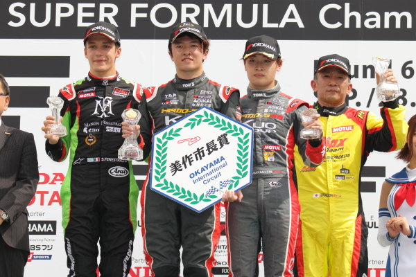 Round 20 winner Ritomo Miyata, Corolla Chukyo Kuo TOM'S, Dallara F317 Toyota, celebrates on the podium Sacha Fenestra, B-Max Racing with Motopark, Dallara F314 Volkswagen A41, 2nd, and Sena Sakaguchi, Corolla Chukyo Kuo TOM'S, Dallara F317 Toyota, 3rd
