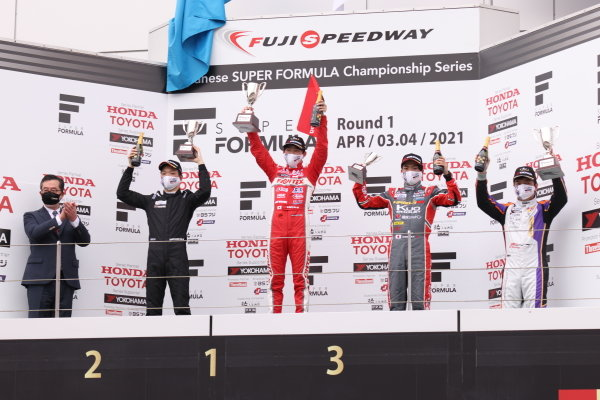 Rd2 winner Ren Sato, TODA FIGHTEX,Teppei Natori, Byoubugaura B-MAX Racing 320, 2nd and Seita Nonaka, TOM'S TAZ31, 3rd, celebrate on the podium