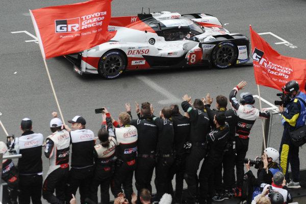 #8 Toyota Gazoo Racing Toyota TS050: Sébastien Buemi, Kazuki Nakajima, Fernando Alonso takes the win
