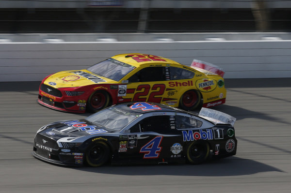 #4: Kevin Harvick, Stewart-Haas Racing, Ford Mustang Mobil 1 #22: Joey Logano, Team Penske, Ford Mustang Shell Pennzoil