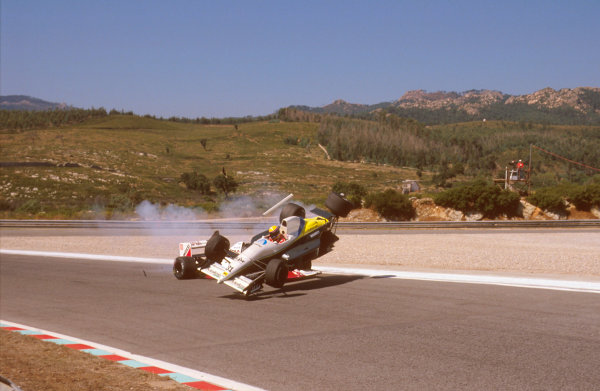 Estoril, Portugal.22-24 September 1989.Roberto Moreno (Coloni FC189 Ford) crashes into Eddie Cheever (Arrows A11 Ford) during qualifying. Ref-89 POR 03.World Copyright - LAT Photographic