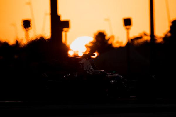 Yas Marina Circuit, Abu Dhabi, United Arab Emirates. Wednesday 29 November 2017. Brendon Hartley, Toro Rosso STR12 Renault.  World Copyright: Zak Mauger/LAT Images  ref: Digital Image _56I7226