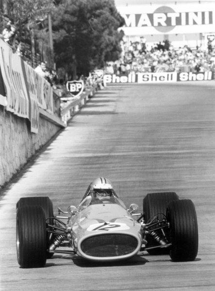 1968 Monaco Grand Prix.Monte Carlo, Monaco. 26 May 1968.Denny Hulme, McLaren M7A-Ford, 5th position, action.World Copyright: LAT PhotographicRef: 2006 #41A
