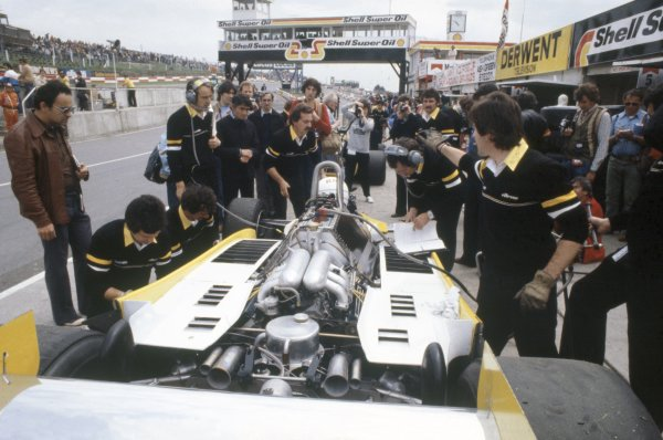 1980 British Grand Prix.Brands Hatch, Great Britain. 11-13 July 1980.Rene Arnoux (Renault RE20) in the pits. Engine.World Copyright: LAT PhotographicRef: 35mm transparency 80GB23
