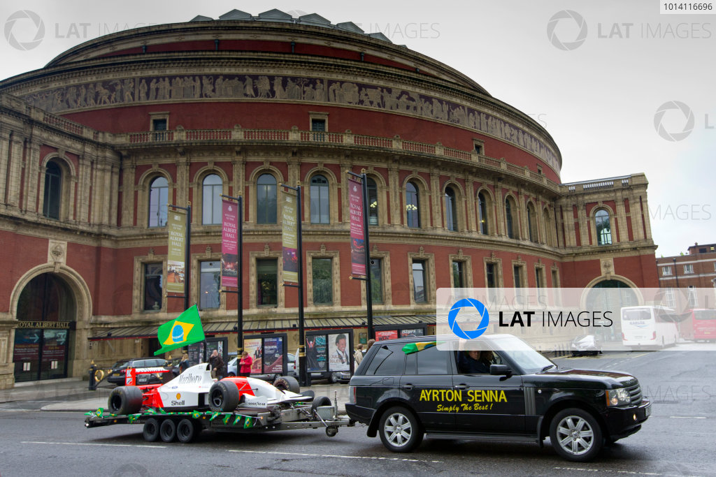 2014 Ayrton Senna Tribute. Royal Albert Hall, Kensington Gore, London. 1st May 2014. Peter Ratcliffe parades a replica 1993 Ayrton Senna McLaren around the streets of London. World Copyright: Alastair Staley / LAT Photographic. Ref: _R6T0442.jpg