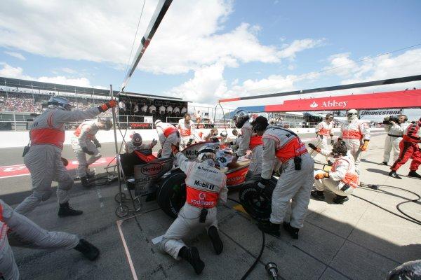 2007 British Grand Prix - Saturday QualifyingSilverstone, Northamptonshire, England.7th July 2007.Fernando Alonso, McLaren MP4-22 Mercedes, makes a stop. Action. Pit Stops. World Copyright: Steven Tee/LAT Photographicref: Digital Image YY2Z5594