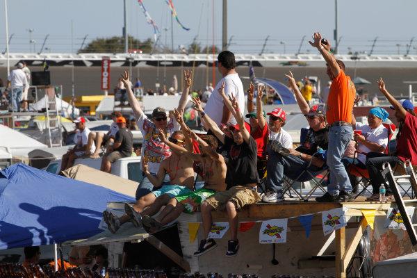 12 - 20 February, 2011, Daytona Beach, Florida, USAFans hold up 3 fingers to salute Dale Earnhardt on Lap 3© 2011, LAT SouthLAT Photo USA