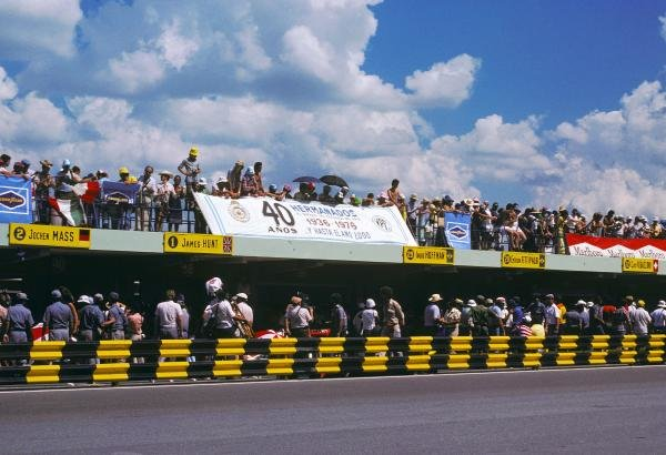 The Argentine Motorsport Club was celebrating its fortieth anniversary at the opening Grand Prix of the season. Argentinean Grand Prix, Rd1, Buenos Aires No. 15, Argentina, 9 January 1977. BEST IMAGE