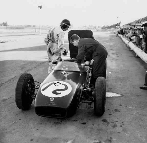 Riverside, California, USA. 18-20 November 1960. Jim Clark (Lotus 18 Climax) retired, action. Ref-7507 World Copyright - LAT Photographic