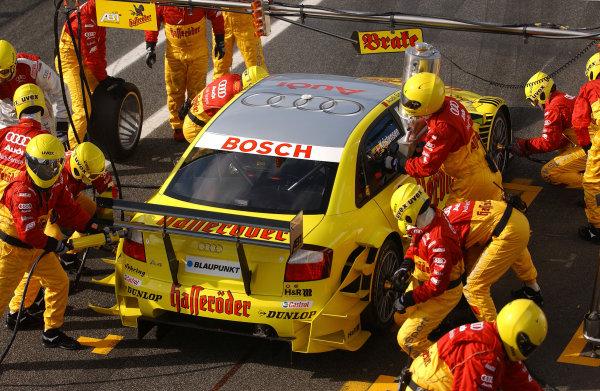 2004 DTM ChampionshipEstoril, Portugal. 1st - 2nd May 2004.Tom Kristensen (Abt Sportsline Audi A4), pitstop.World Copyright: Andre Irlmeir/LAT Photographicref: Digital Image Only