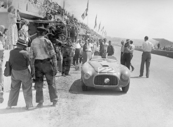 1949 Le Mans 24 Hours. Le Mans, France. 25-26 June 1949. Luigi Chinetti/Lord Selsdon (Ferrari 166MM), 1st position, action. World Copyright: LAT Photographic Ref: Autocar Glass Plate C24774.