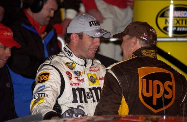 2004 NASCAR Nextel Daytona 500 USA February 05-15Elliott Sadler congratulates Dale Jarrett,World Copyright - RobT LeSieur 2004LAT Photographic