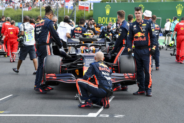 Pierre Gasly, Red Bull Racing RB15, on the grid