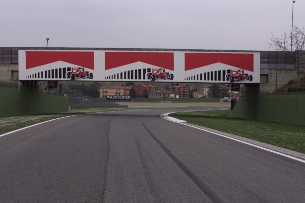 2000 San Marino Grand Prix.Imola, Italy. 7-9 April 2000.The track at Imola.World Copyright - LAT Photographic