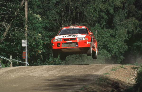 WRC Neste Rally of Finland 200017th - 20th August 2000. Rd 9/13.Tommi Makinen's Mitsubishi flies through the air to 4th position.Photo:McKlein/LATRef 35mm A17